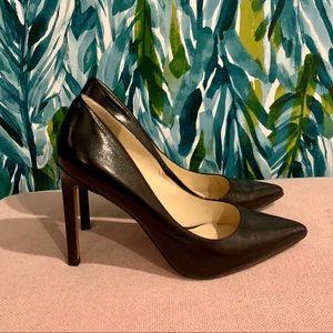 Nine West Pointy toe black leather pumps